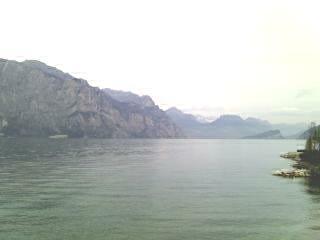 ガルーダ湖